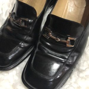 Vintage Gucci loafers. Black silver hardware 7.5